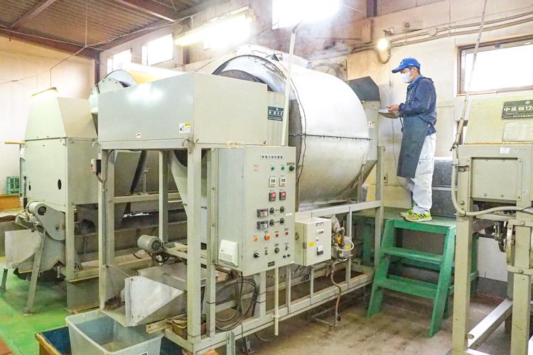 鹿児島県南大隅町の自社工場で加工